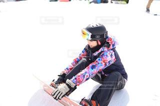 雪のボードに乗る人の写真・画像素材[1732409]
