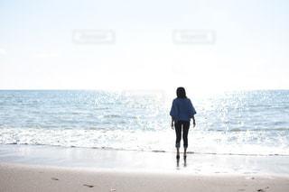 女性,自然,海,綺麗,青,後ろ姿,波,水色