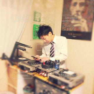 CDJで音楽を流す人の写真・画像素材[822300]