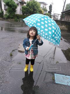 初めての自分の傘の写真・画像素材[822792]
