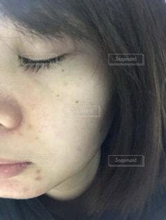 近くの女性のアップの写真・画像素材[1760607]