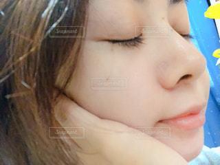 口を開いた女性のクローズアップの写真・画像素材[2336089]