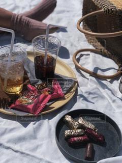 コーヒー,おやつ,ピクニック,チョコレート,ドリンク,籠バッグ,子供とお出かけ,アーモンドロカ,ダークロカ,ロカピンク,バタークランチトフィー