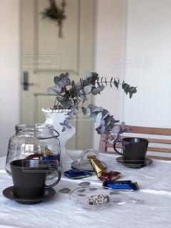 コーヒー,花瓶,ガラス,おやつ,ティータイム,コーヒータイム,おうちカフェ,ドリンク,ユーカリ,アーモンドロカ,ダークロカ,バタークランチトフィー,カシューロカ