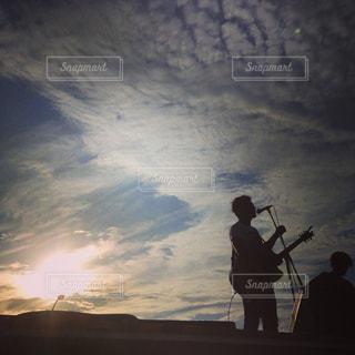 夕焼けバックにライブの写真・画像素材[826504]