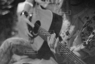 ギターを持っている人 - No.823689