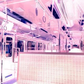 ピンクの電車内の写真・画像素材[1469333]