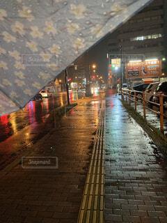 夜の雨街の写真・画像素材[4516971]