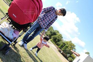 公園,青空,子供,仲良し,人物,赤ちゃん,可愛い,パパ,ベビー,娘