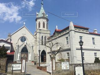 教会の前に像の写真・画像素材[904075]