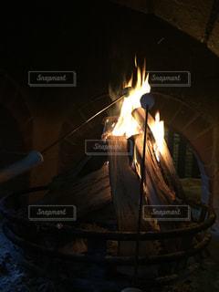 近くに火のオーブンのアップの写真・画像素材[951713]