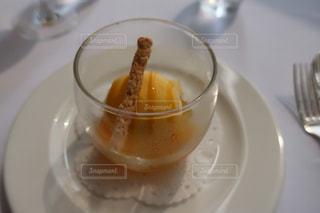 コーヒーとオレンジ ジュースのガラスのカップの写真・画像素材[1363720]