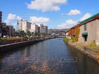 小樽運河で感じる秋の写真・画像素材[842341]