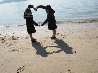 高校生 × ハート × 海の写真・画像素材[1116326]
