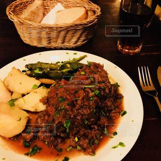 肉と野菜をトッピング白プレート - No.890968