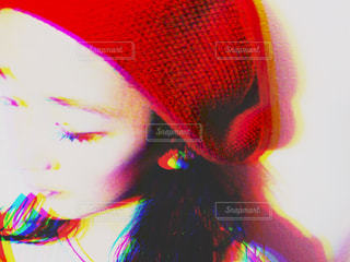 赤い帽子をかぶっている人 - No.886633