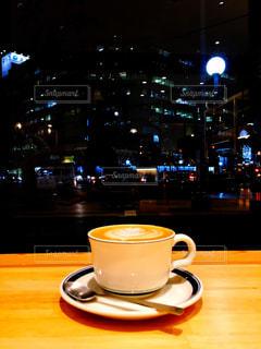 テーブルの上のコーヒー カップの写真・画像素材[900346]