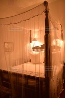 リゾートホテルでお姫様ベッドの写真・画像素材[882476]