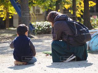 息子と母の写真・画像素材[1635244]