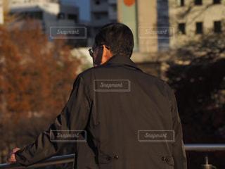 男,背中,人生,後悔,努力,疲労,会社員,疲れ,回想,生き方,信念,改善,思惑