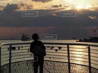 海,男,港,黄昏,夕陽,旅立ち,人生,回想,思惑