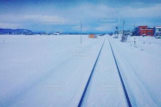 雪に覆われた道 - No.880231
