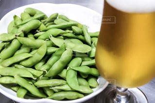 ビールに枝豆の写真・画像素材[945987]