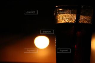 夕陽と珈琲の写真・画像素材[959350]