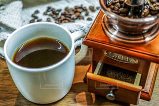 コーヒー,部屋,リラックス,珈琲,コーヒータイム,テーブルフォト,ミル,くつろぎタイム,珈琲タイム,二分割構図