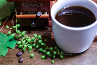 コーヒー,COFFEE,部屋,室内,葡萄,珈琲豆,ミル,フォトジェニック,ビーンズ,二分割構図,くつろぐ時間