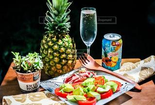 氷結パイナップルと夏の夜の写真・画像素材[1301721]