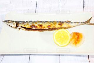 食器,焼き魚,晩ごはん,魚料理,お皿,夕飯,サンマの塩焼き,秋刀魚の塩焼き