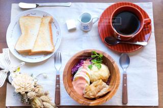 コーヒー,COFFEE,ドライフラワー,フォーク,スプーン,トースト,食器,バター,卵,ゆで卵,珈琲,テーブルフォト,コーヒーカップ,お皿,ポテトサラダ,焼き肉,豆苗,バターナイフ,紫キャベツサラダ
