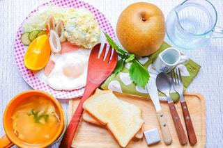 食べ物,朝食,オレンジ,フォーク,スプーン,梨,トースト,スープ,食器,サラダ,モーニング,食べもの,食物,ハムエッグ,かき卵スープ