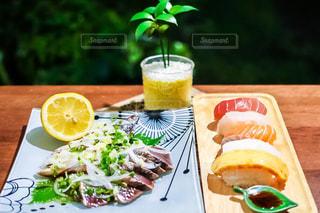 お寿司と鰹のたたきの晩ごはんの写真・画像素材[1643242]