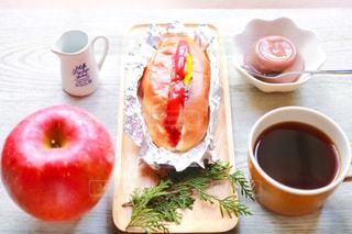 コーヒー,COFFEE,パン,りんご,珈琲,テーブルフォト,モーニング,ホットドッグ,軽食,リンゴ,モーニングコーヒー,チョコプリン