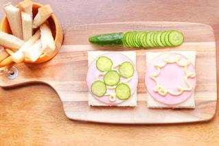 パン,サンドイッチ,朝ごはん,モーニング,パンの耳,サンドイッチ作り,アカシアのカッティングボード
