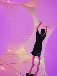 ピンクの光に包まれての写真・画像素材[1792824]