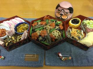テーブル,おせち,正月,だるま,縁起物,手作り,煮物,お重,伊達巻き,戌年,三段重