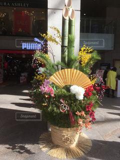 テーブルの上の花の花瓶の写真・画像素材[955072]