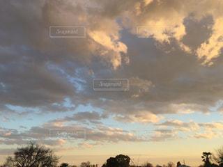 空には雲のグループの写真・画像素材[957766]