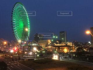 夜のトラフィックでいっぱい通りの写真・画像素材[1034506]