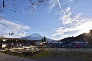 富士山×飛行機雲の写真・画像素材[1882547]