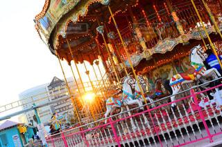 空,乗り物,夕日,太陽,夕方,光,遊園地,メリーゴーランド,馬,回転木馬,横浜,遊び場,日