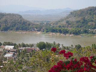 背景の山と水体 - No.920501
