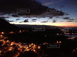 夕暮れ時の都市の景色 - No.924993