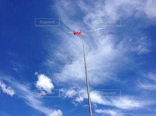 晴れた日に凧の飛行男 - No.925009