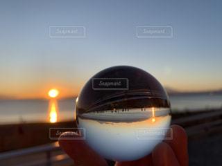 風景,海,空,富士山,太陽,夕焼け,水面,海岸,山,光,江ノ島,日の入り,水晶玉,江ノ島海岸,水晶玉撮影,レンズボール,水晶玉の世界