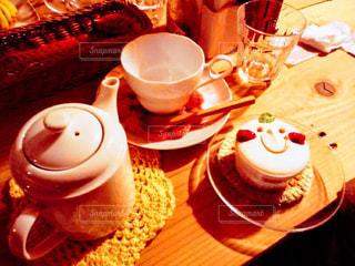 テーブルの上のコーヒー カップ - No.841437