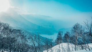 太陽、湖、山の写真・画像素材[4207430]